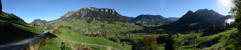 Panorama Dorf Flühli mit Schwändiliflueh, Okt. 2014